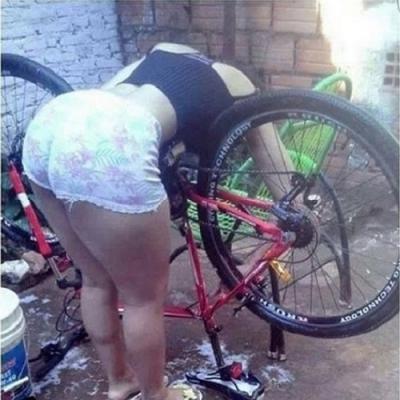 O primeiro lava jato de bicicleta está fazendo um grande sucesso