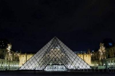 Louvre se associa a Airbnb para oferecer noite no museu