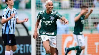 Palmeiras vence Grêmio com dois gols de Deyverson e segue com vantagem na lidera
