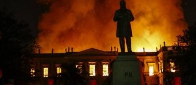 Um incêndio e muitos culpados