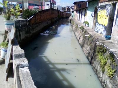 Miséria as margens do canal