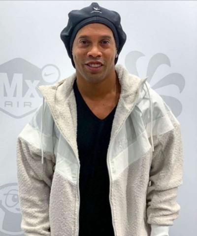 Justiça proíbe Ronaldinho de deixar o BR e viajar para Dubai
