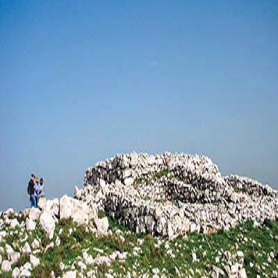 Arqueólogo afirma ter achado primeiro altar do povo judeu na Terra Prometida