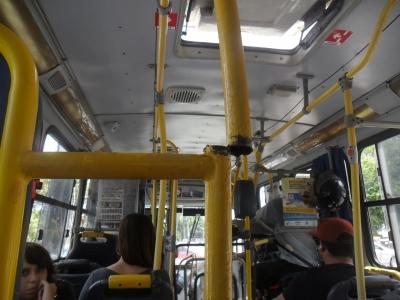 Ferro perigoso dentro de um ônibus