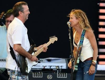 George Harrison é lembrado por Eric Clapton e Sheryl Crow