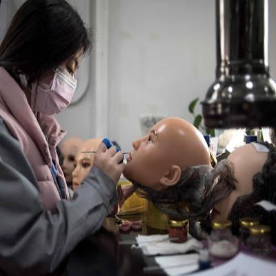 China lança produção de robôs sexuais transgêneros