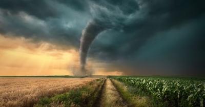 """Família sobrevive a tornado enquanto criança orava: """"Deus estava conosco"""""""