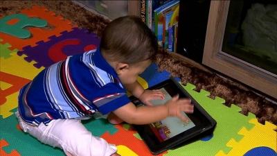 Menores de 5 anos não devem ficar mais de uma hora por dia na frente de telas