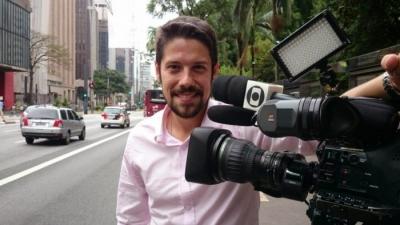 """Jornalista da Globo invade e """"estraga"""" foto de casamento de amigo da emissora"""