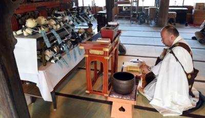 Japoneses fazem funeral para cães robôs