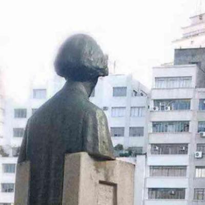 Até as estátuas