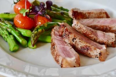 Consumo de carne vermelha aumenta o risco de câncer de intestino