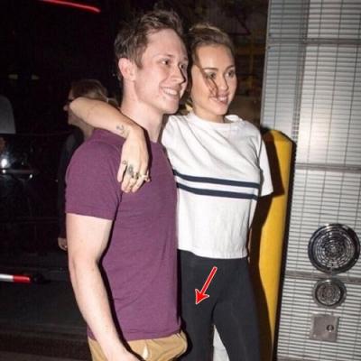 Miley Cyrus com fã, algo de errado não está muito certo.