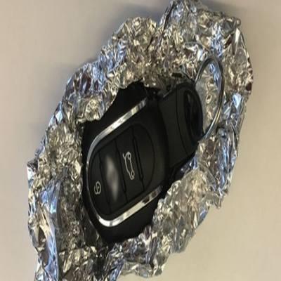 Especialistas recomendam embrulhar chaves automáticas do carro em papel alumínio