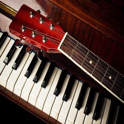 Famosas introduções de teclado/piano feitas na guitarra
