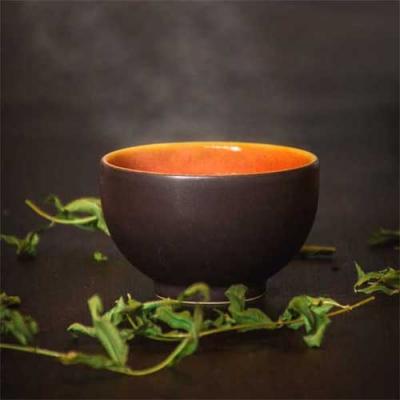Beber chá muito quente aumenta risco de câncer de esôfago