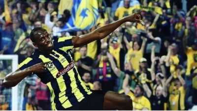 Bolt faz dois gols em seu primeiro jogo como titular