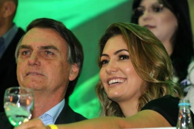 """""""Sempre orei: Senhor dá sabedoria para o meu marido"""", diz Michele Bolsonaro"""
