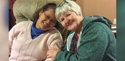 Mulher conta como superou deficiência através da fé