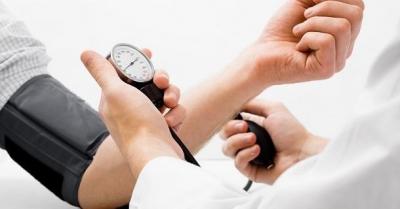 Como baixar a pressão arterial rapidamente sem medicamentos e evitar seus efeito