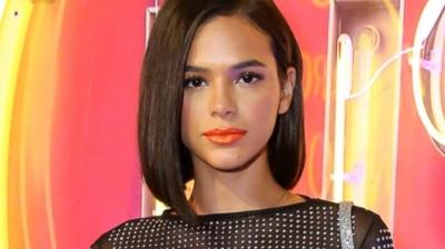 Descontraída, Bruna Marquezine acaba revelando que já beijou mulheres