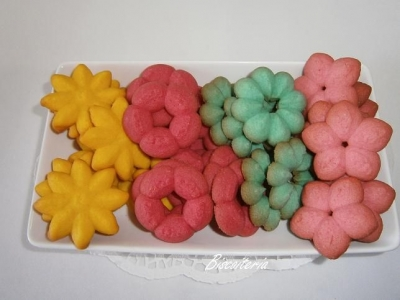 Biscoitos amanteigados coloridos