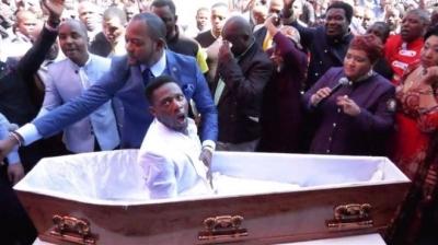 Funerárias processam pastor por simular ressurreição