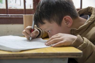 Professor é detido na China após suspeita de envenenar 23 crianças