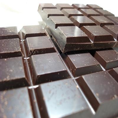 Chocolate preto com 70% de cacau reduz estresse e inflamação