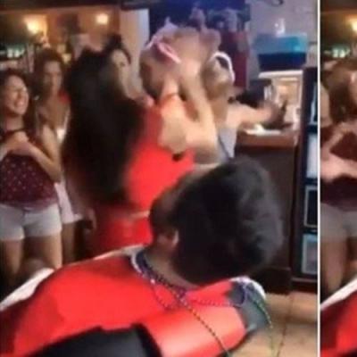 Garçonete rebate assédio de outra mulher com duros golpes
