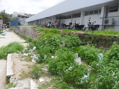 Muro de Hospital pode causar acidentes