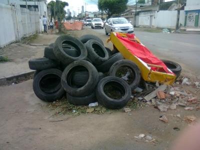 Muito lixo na pista