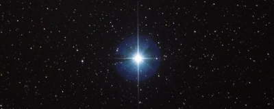 Estrela Vega pode hospedar um dos exoplanetas mais quentes já descobertos