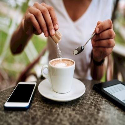 Entenda como o açúcar em excesso pode arruinar sua saúde bucal
