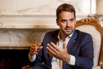 Eduardo Leite manda fechar igrejas, mas deputado pressiona por recuo
