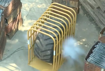 Vídeo mostra o que acontece quando um pneu gigante explode