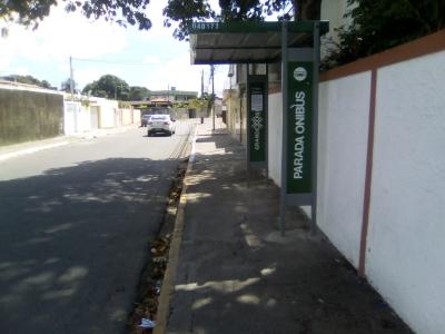Parada de ônibus foi restaurada (Antes e Depois)