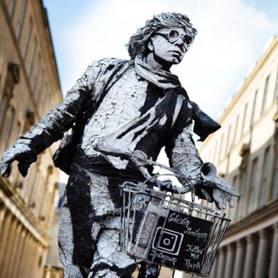 A estátua viva mais incrível que você já viu