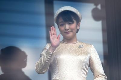 Princesa japonesa abre mão de bolsa realeza de R$ 6,7 milhões para se casar