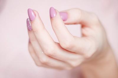 9 sinais nas unhas sobre sua saúde e como fazer um detox nelas