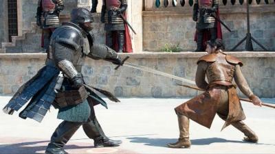 Homem pede que custódia dos filhos seja decidida em luta de espadas