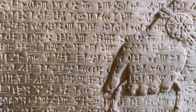 Desenho de demônio é encontrado em tábua de argila de mais de 2.700 anos