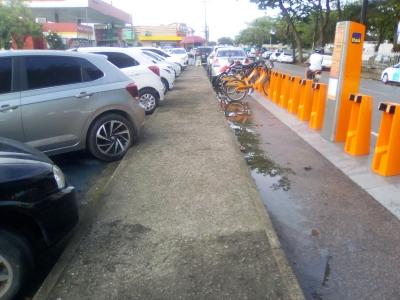 Lixo retirado do ponto aluguel de bicicletas (Antes e Depois)