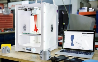 Máquina faz suco e imprime copos em 3D