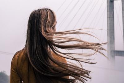 Vitamina para queda de cabelo: principais nutrientes e onde comprar