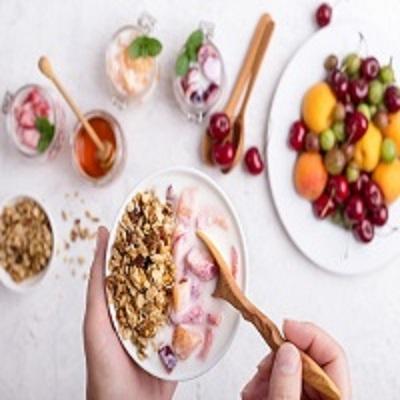 7 alimentos e bebidas que não podem faltar em um café da manhã saudável