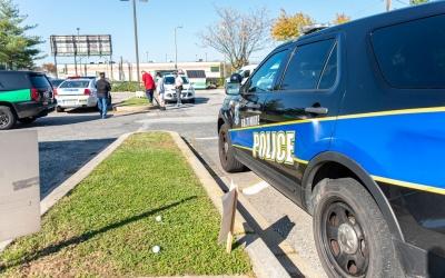 Mulher é presa após dirigir por meses nos EUA com corpos dos sobrinhos no carro