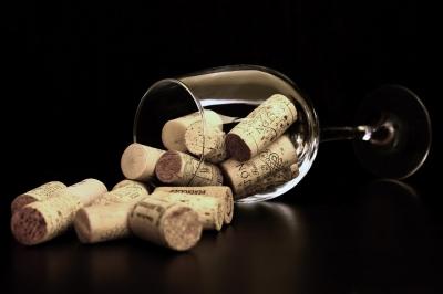 11 pessoas morrem após beberem vinho em funeral