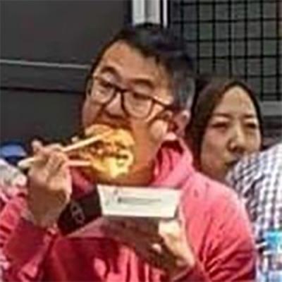 O jeito certo de se comer um hambúrguer