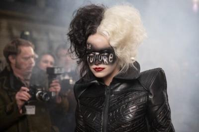 Emma Stone revela as maiores curiosidades sobre os figurinos de Cruella